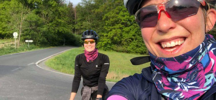 Anička v cyklistickém a tréninku 100 km s Rékou
